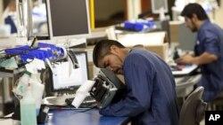 El NAFTA fue firmado hace 20 años por los entonces presidentes de Canadá, México y Estados Unidos, y Trump culpa a ese acuerdo de la pérdida de empleos y del cierre de empresas que se desplazan a los países vecinos para abaratar costes.