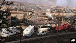 انفجار پس از حمله نیروهای کرد به یک ایستگاه پلیس در جزیره، جنوب شرق ترکیه - ۲۶ اوت