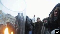 人們紀念莫斯科多莫杰多沃機場爆炸事件中的死難者