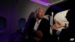 Richard Branson, pimpinan perusahaan Inggris Virgin Group, di kantor pusat Virgin America di Burlingame, California, 18 Oktober 2011. (Foto: dok).