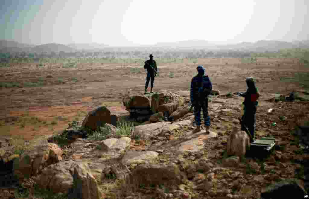Malian troops man an observation post outside Sevare, Mali January 24, 2013.