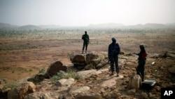 Malian troops man an observation post outside Sevare, Mali January 24, 2013.