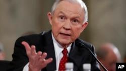 """El Departamento de Justicia informó el lunes que Sessions pidió que la audiencia sea abierta porque """"considera que es importante para los estadounidenses escuchar la verdad directamente de él""""."""