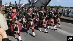 Band Pegasus Bridge asal Skotlandia ikut memeriahkan peringatan PD II (foto: dok). Warga Skotlandia terpecah antara bergabung atau memisahkan diri dari Kerajaan Inggris.