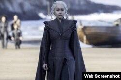 امیلیا کلارک در نقش کلیسی، در بازی تاج و تخت Photo by Macall B. Polay- HBO