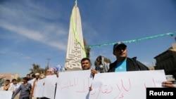 Para demonstran memprotes gerakan Houthi di Sana'a (23/1), sementara presiden Yaman mengajukan pengunduran dirinya, yang menambah kekacauan situasi di Yaman.