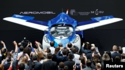 AeroMobil, prototip letećeg vozila predstavljen je u Briselu juna 2016.
