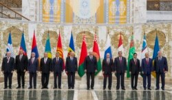 Karimov Minskda Poroshenko va MDHni nishonga oldi