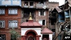 2015年4月29日未在地震中损毁的一个小教堂。