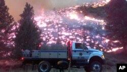 El oeste de Estados Unidos está abrumado por los incendios forestales, como puede verse en esta escena en Pine, Idaho.
