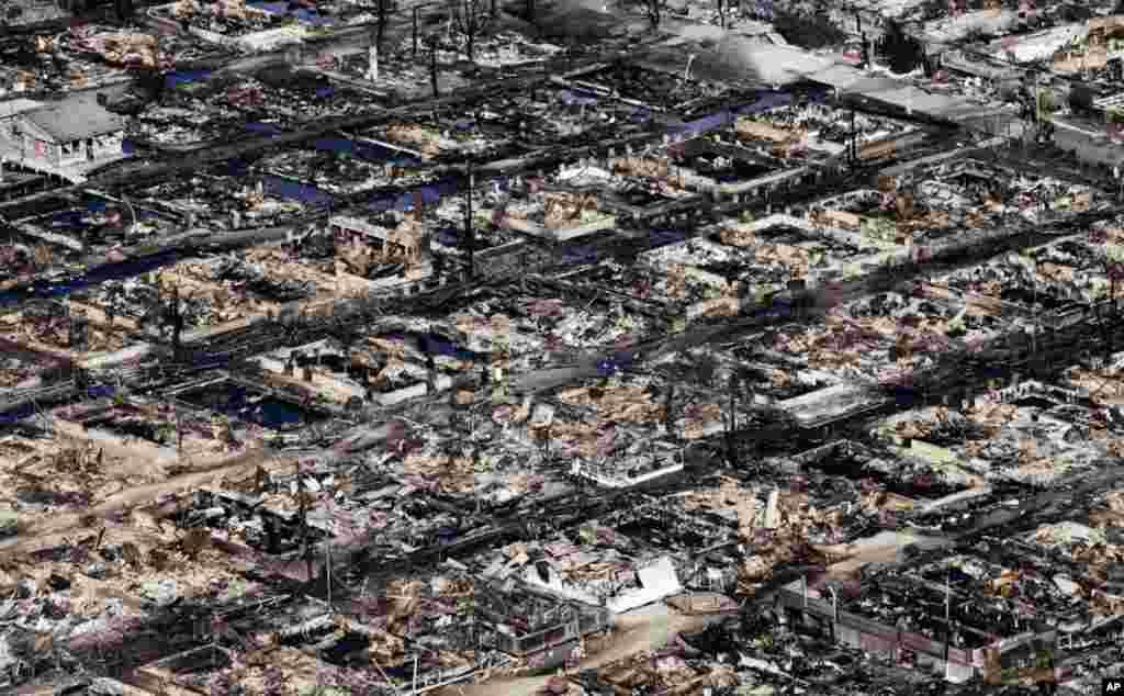 Khu dân cư Breezy Point, New York, từ trên không ngày 31 tháng 10, 2012, nơi mà hơn 50 căn nhà đã bị thiêu rụi vì bão.
