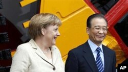 베이징에서 정상회담을 가진 앙겔라 메르켈 독일 총리(왼쪽)와 후진타오 국가주석(오른쪽)