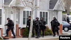 特警隊4月19日進入居民區搜查波士頓馬拉松爆炸案兇手。