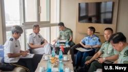中國中央軍委聯合參謀部副參謀長常丁求(右三) 2018年9月12日會見美軍印太司令部司令戴維森。(美國海軍)