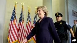 Hillary Clinton tana isa majalisar dokokin Amurka domin yin bayani. Washington, D.C., Oct. 22, 2015