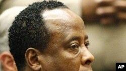 迈克尔·杰克逊的医生莫里在洛杉矶一法庭上(资料照)