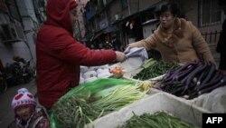 Китай, торговля овощами на улице