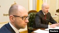 Арсений Яценюк (слева)