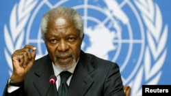 លោក Kofi Annan ថ្លែងនៅក្នុងសន្និសីទកាសែតនៅអង្គការសហប្រជាជាតិក្នុងទីក្រុងហ្សឺណែវកាលពីថ្ងៃទី០២ សីហា ឆ្នាំ ២០១២។
