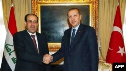 Thủ tướng Thổ Nhĩ Kỳ Recep Tayyip Erdogan (phải) đã hội đàm với Thủ tướng Iraq Nouri al-Maliki ở thủ đô Ankara, Thổ Nhĩ Kỳ