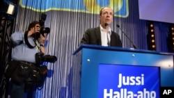 Jussi-Halla-aho, un eurosceptique défendant une ligne dure sur l'immigration qui pourrait remettre en question la participation du parti au gouvernement de coalition, a été élu samedi 10 juin 2017 à la tête du parti des Vrais Finlandais (droite anti-immig