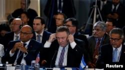 Sekretè Deta Mike Pompeo (nan mitan) ki t ap asiste yon sesyon espesyal l'OEA sou Venezuela jedi 24 janvye a. (Foto: Washington D.C., 24 janvye 2019),,