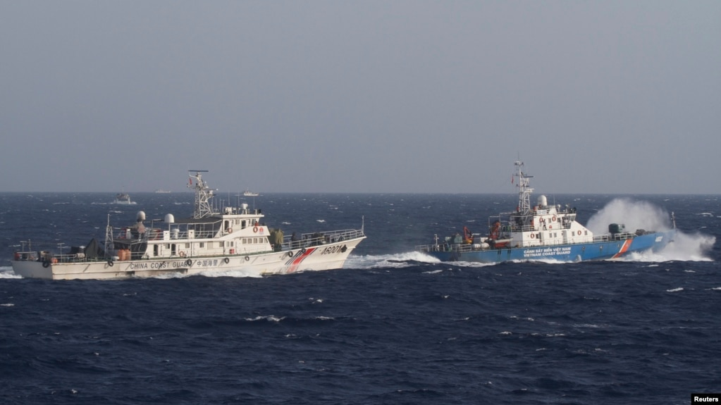 Các tàu chấp pháp của Việt Nam và Trung Quốc từng đối đầu quyết liệt hồi giữa năm 2014