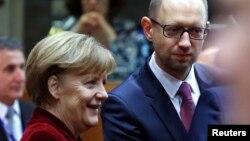 Germaniya kansleri Angela Merkel va Ukraina Bosh vaziri Arseniy Yatsenyuk Bryusselda, 6-mart, 2014-yil