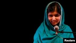 Toliblar vodiyda 2009-yilda ayollarni maktab, universitetlarga yo'latmay qo'ygach, Malala Yusufzay global tarmoqda, matbuotda huquq haqida chiqishlar qila boshlagan. Bu kurashga kirganida Malala 11 yoshda edi.