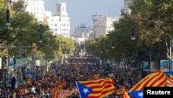 یازدهم سپتامبر ۲۰۱۳ - روز ملی کاتالونیا، زنجیره انسانی در مرکز بارسلون با پرچم های ایالت کاتالونیا