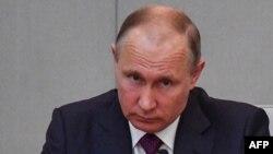 Le président Vladimir Poutine lors d'une session de la Douma à Moscou le 8 mai 2018.