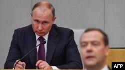 Le président Vladimir Poutine assiste à une session de la Douma à Moscou, le 8 mai 2018.