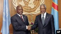 Kofi Annan asalimiana na rais wa DRC Joseph Kabila. Mwanadiplomasia huyo alihusika pakubwa katika michakato ya kutafuta amani barani Afrika kati ya maeneo mengine duniani.