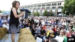 Ứng cử viên đảng Cộng hòa Michele Bachmann nói chuyện tại hội chợ ở Des Moines, bang Iowa
