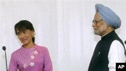 Thủ tướng Miến Điện Manmohan Singh gặp bà Aung San Suu Kyi tại Yangon, Miến Điện, ngày 29/5/2012.