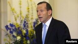 18일 호주 보수 야당 연합의 토니 애벗 총리가 캔버라 정부청사에서 열린 취임선서식서 각내장관들을 소개하고 있다.