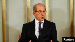 禁止化学武器组织总干事尤祖姆居在奥斯陆的记者会上讲话。(2013年12月9日)