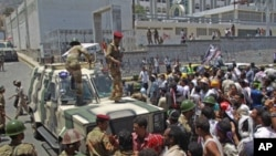 Army soldiers block a demonstration demanding the ouster of Yemen's President Ali Abdullah Saleh in southern city of Taiz, April 28, 2011