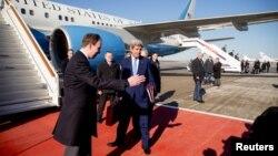Američki državni sekretar na međunarodnom aerodromu u blizini Moskve, 23. mart 2016.