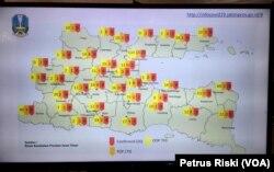 Peta sebaran virus corona di Jawa Timur. (Foto: Petrus Riski/VOA)