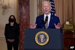 副總統哈里斯2月4日陪同拜登到訪美國國務院