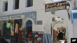 突尼斯經濟面臨棘手的問題﹐圖為突尼斯街上空蕩的店鋪