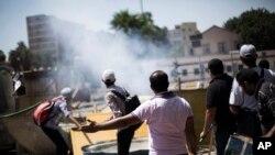 在开罗大学的示威抗议中发生爆炸