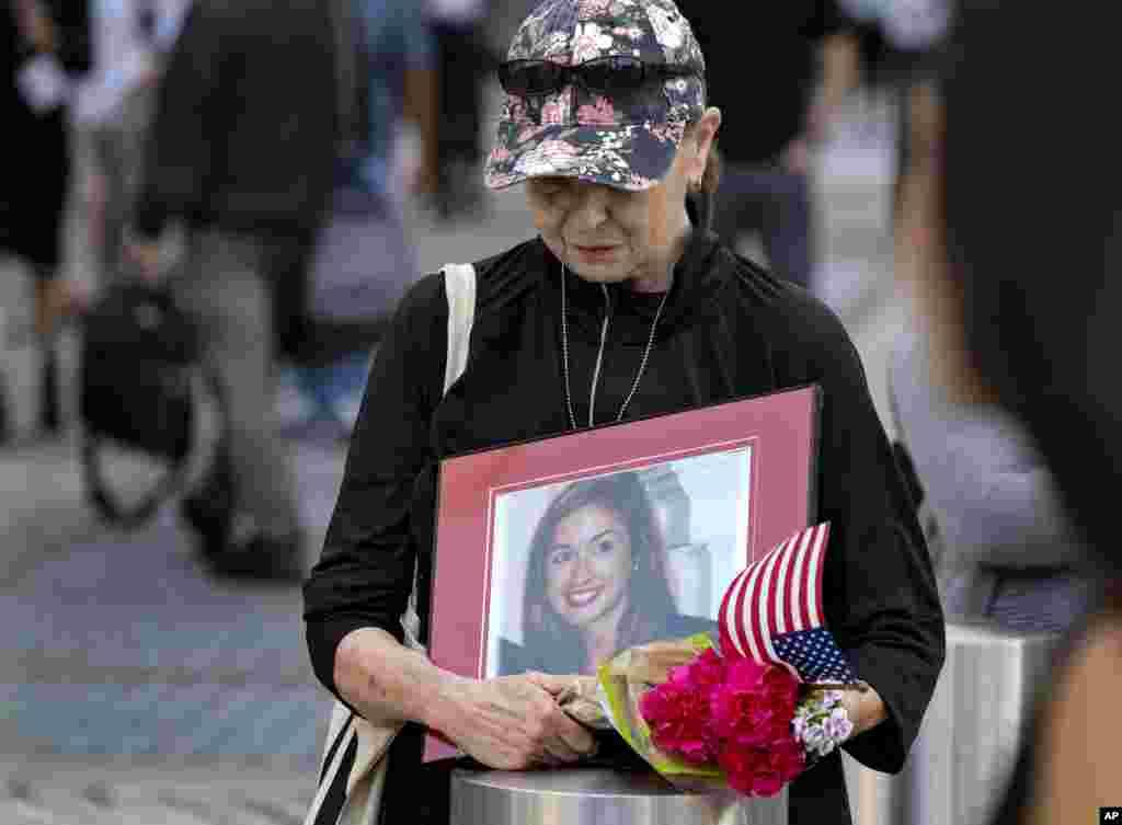Конни Дрей из штата Западная Вирджиния приехала в Нью-Йорк, чтобы почтить память своей двоюродной сестрыМэри Лу Хейг, погибшей во Всемирном торговом центре