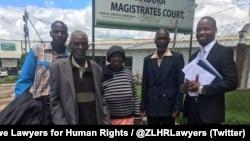 Abantu abaxotshwa nguNKosikazi Grace Mugabe epulazini leManzou belegqwetha labo.