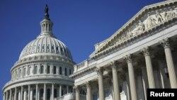 미국 워싱턴의 의사당 돔 지붕(왼쪽)과 상원 건물. (자료사진)