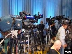 俄中两国媒体共同语言多。参加2013年普京新闻会的俄罗斯媒体。(美国之音白桦拍摄)