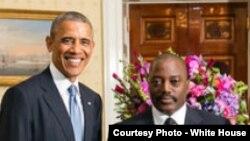 Le président Barack Obama, à gauche, avec son homologue de la RDC, Joseph Kabila, à droite, lors d'une réunion aux Etats-Unis, avec les dirigeants des pays africains. 5 août 2014.