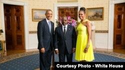 Rais Joseph Kabila akiwa na Rais Obama na mkewe Michelle, huko White House.