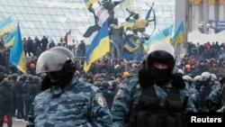 亲欧盟抗议者聚集在首都基辅的独立广场 2013年12月11日
